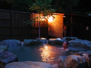 ■ほたる祭り期間の露天風呂 夜景